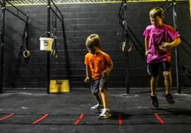 Academias oferecem crossfit para crianças